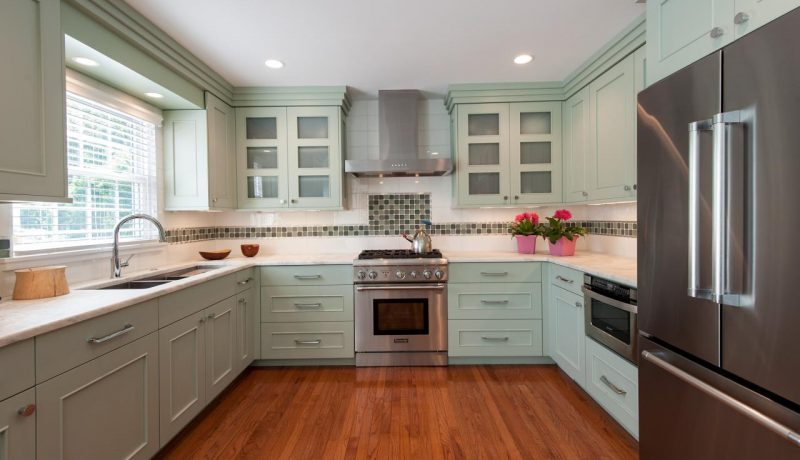 CI-Jan-Goldman_kitchen-with-green-cabinets.jpg.rend.hgtvcom.1280.853